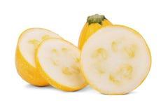 Целительные куски цукини вполне питательных витаминов, изолированный на белой предпосылке Овощи от сада Стоковые Фотографии RF
