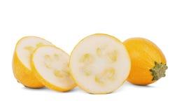 Целительные куски цукини вполне питательных витаминов, изолированный на белой предпосылке Овощи от сада Стоковая Фотография RF