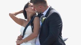 целовать groom невесты акции видеоматериалы