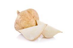 Целый и отрезанные фасоль батата или jicama на белой предпосылке Стоковое фото RF