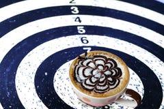 Цель кофе на дротике для концепции дела Стоковое Изображение