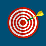 Цель с значком стрелки плоским на голубой предпосылке, иллюстрации вектора стоковое фото
