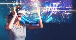 Цель цифров с молодой женщиной с VR стоковая фотография