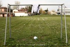 Препятствуйте нам сыграть футбол Стоковое Изображение RF