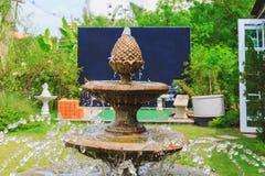 Цикл фонтана трехуровневого стоковое фото rf