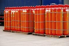 цилиндры наполняют газом красный цвет Стоковая Фотография RF