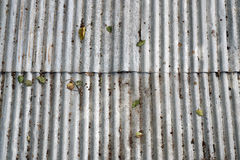 Цинк старого повреждения ржавый plat стена Стоковые Фото