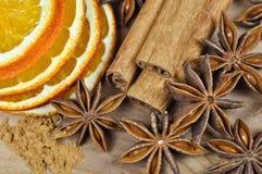 Циннамон, анисовка и высушенный апельсин Стоковое фото RF