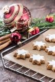 Циннамон-приправленные star-shaped печенья стоковые изображения