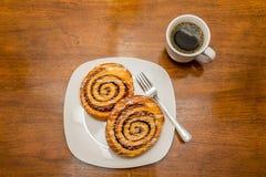 Циннамон Rolls и кофе сверху Стоковая Фотография RF