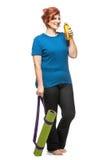 Циновка нося йоги Curvy женщины Стоковые Фото