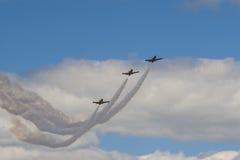 Циркаческое эффектное выступление строгает РУСЬ Aero ALCA L-159 на воздухе во время спортивного мероприятия авиации предназначенн Стоковые Изображения