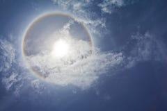 циркуляр заволакивает солнце радуги Стоковая Фотография