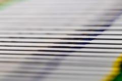 Циркуляция конца-вверх буклетов приходя сборочный конвейер стоковое фото