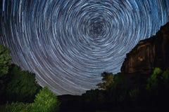 Циркумполярная фотография вокруг приполюсной звезды стоковые изображения
