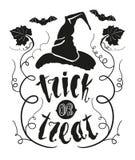 Цитата хеллоуина фокуса или обслуживания при лист тыквы и шляпа ведьмы изолированные на белой предпосылке доски вычерченная рука  иллюстрация вектора