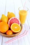 Цитрусовые фрукты - апельсины, лимоны, tangerines, грейпфрут и g Стоковые Изображения