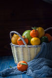 Цитрусовые фрукты в плетеной корзине Стоковая Фотография