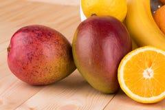Цитрусовые фрукты и бананы Стоковое фото RF