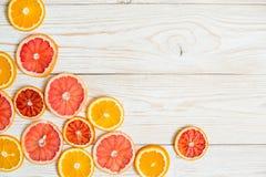 Цитрусовые фрукты на деревянной предпосылке таблицы с космосом экземпляра Стоковое Фото