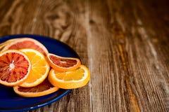 Цитрусовые фрукты на деревянной предпосылке таблицы с космосом экземпляра Стоковые Фото