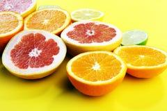 Цитрусовые фрукты с апельсином, лимоном, грейпфрутом и известкой Стоковое Изображение RF