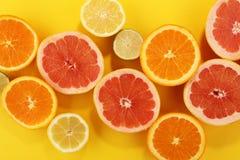 Цитрусовые фрукты с апельсином, лимоном, грейпфрутом и известкой Стоковые Фото