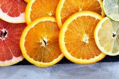 Цитрусовые фрукты с апельсином, лимоном, грейпфрутом и известкой Стоковая Фотография RF