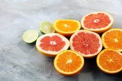 Цитрусовые фрукты с апельсином, лимоном, грейпфрутом и известкой Стоковая Фотография