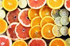 Цитрусовые фрукты с апельсином, лимоном, грейпфрутом и известкой Стоковое Фото
