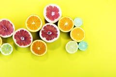 Цитрусовые фрукты с апельсином, лимоном, грейпфрутом и известкой Стоковое фото RF