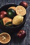Цитрус в деревянном шаре Стоковое Фото