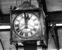 Циферблат старых античных часов задней части и белизны внутри Стоковые Изображения