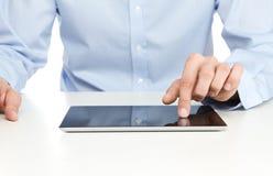 цифровая таблетка используя Стоковые Фотографии RF
