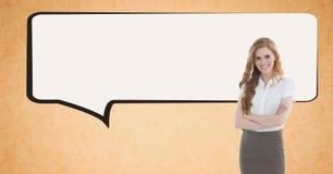 Цифровое изображение пузыря речи коммерсантки готовя против оранжевой предпосылки Стоковое Изображение
