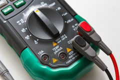Цифровой вольтамперомметр, крупный план инструмента измерения Стоковое Изображение