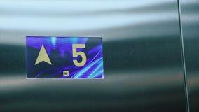 Цифровой дисплей лифта, показывает пол Лифт идя вверх видеоматериал