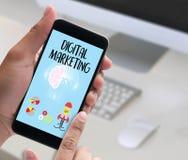 ЦИФРОВ ВЫХОДЯ новый startup проект вышед на рынок на рынок, ВЫХОДИТЬ на рынок ЦИФРОВ взаимо- Стоковое фото RF