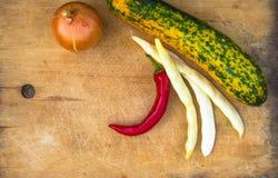 цукини зелен-апельсина, стручки, лук белых фасолей и красные чили Стоковые Изображения RF