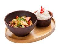 Цыпленок в сладком и кислом соусе с рисом Азиатская кухня стоковое изображение rf