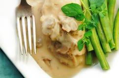 Цыпленок в Cream соусе с зелеными фасолями Стоковое Фото