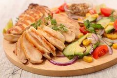 Цыпленок и овощи барбекю стоковые фото