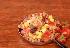 Цыпленок, коричневый рис и фасоли стоковое фото