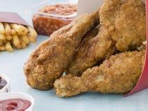 цыпленок коробки зажарил fries южные Стоковое Фото