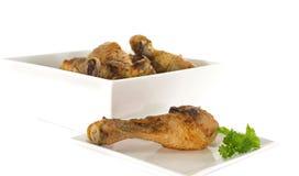Цыпленок на белой плите Стоковое Изображение RF