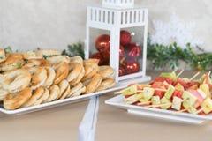 Цыпленок смеси хлеба партии десертов рождества и slad плодоовощ stic Стоковые Фотографии RF