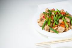 Цыпленок Kung Pao на белых wipes стоковые фото