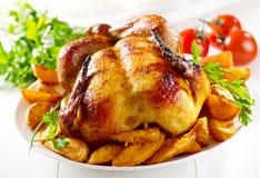 Цыпленк цыпленок зажаренный в духовке целым стоковая фотография rf