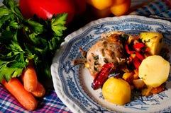 Цыпленок бака с овощами Стоковые Изображения
