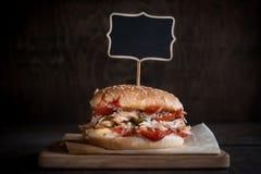 цыпленок бургера сочный Стоковое Изображение RF